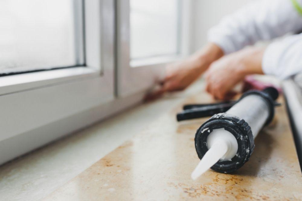 ¿Cómo sellar tus ventanas con silicona?